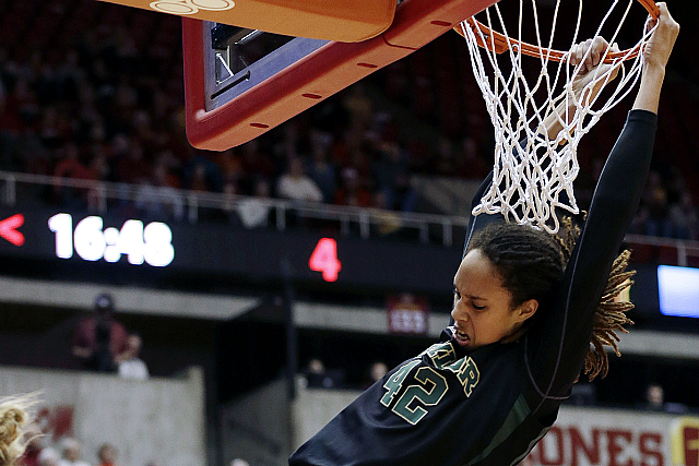 See Top 10 Female Basketball Dunks (VIDEO)