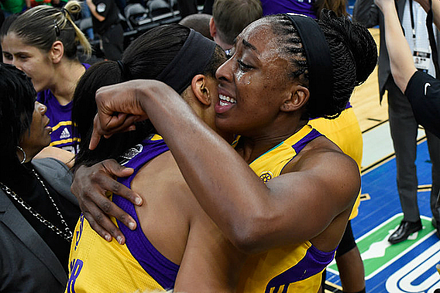 Sparks Win WNBA Title, Edge Lynx 77-76 In Game 5